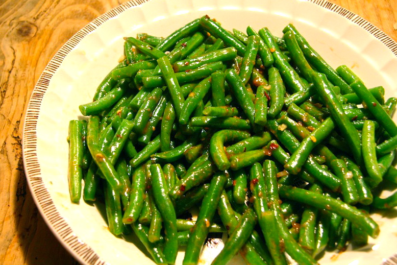 Green Beans with Spicy Peanut Sauce - Lemon Stripes