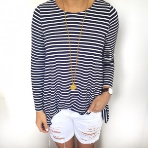 Stripes and white shorts yet again! This cute @mott50 top…