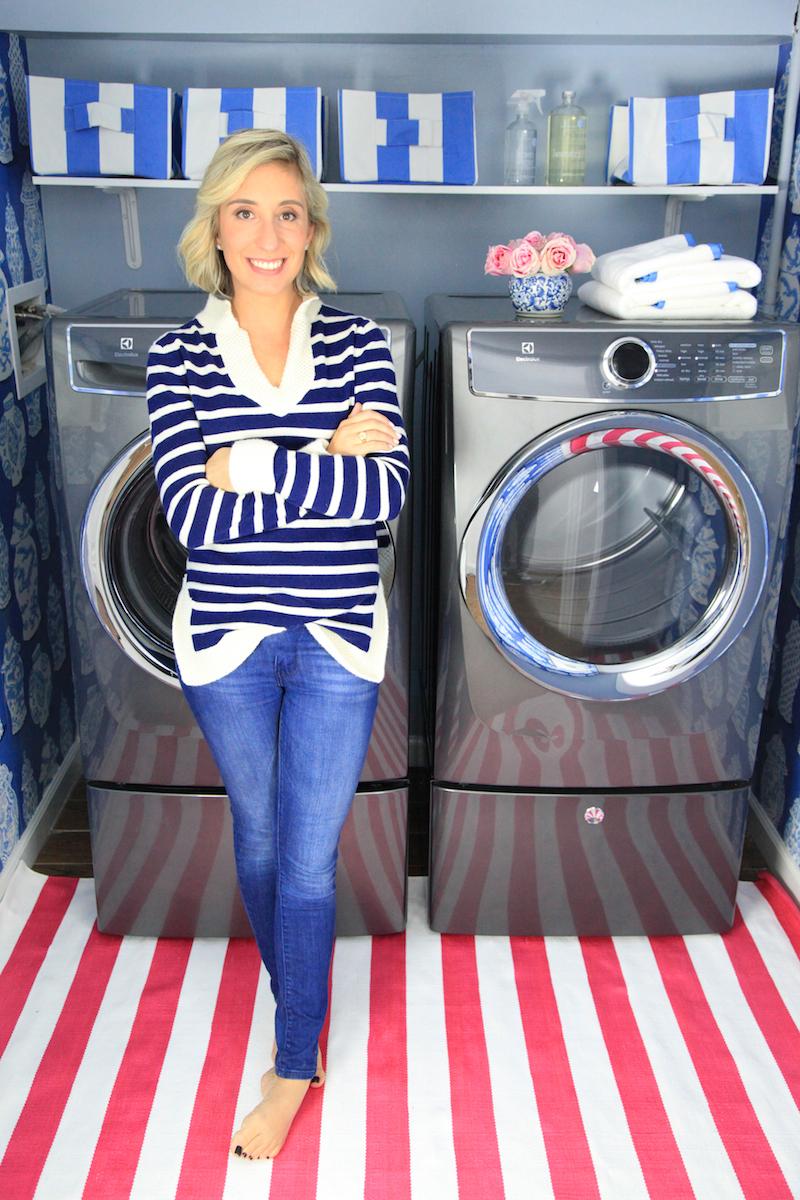 lemon-stripes-in-her-laundry-room